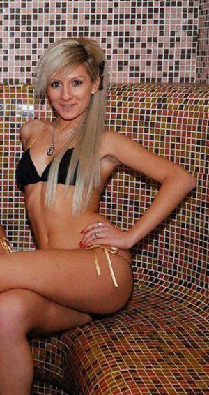 Ariana from Vermont is looking for adult webcam chat