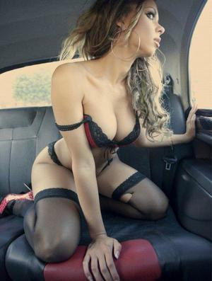 Aura from Alton, Virginia is looking for adult webcam chat
