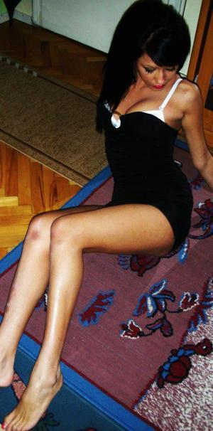 Arlena from Richmond, Virginia is looking for adult webcam chat